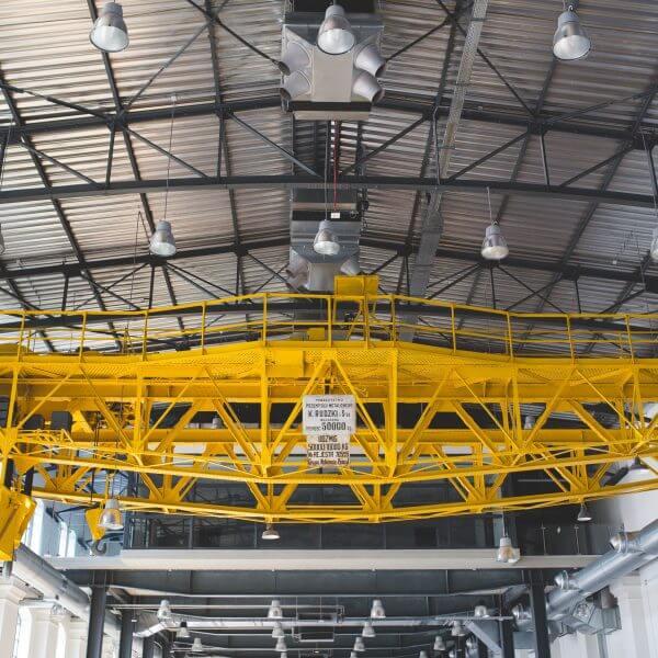 Campanas LED industriales en almacen