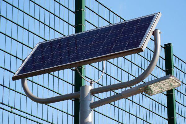 Proyecto de alumbrado público con paneles solares