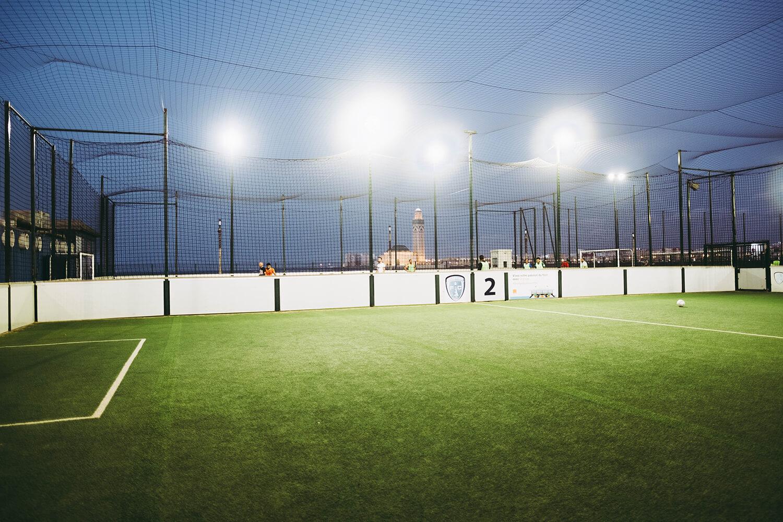 Luminarias fotovoltaicas para alumbrado público en canchas de futbol