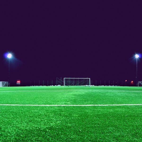 Luminarias fotovoltaicas para alumbrado público en espacios deportivos